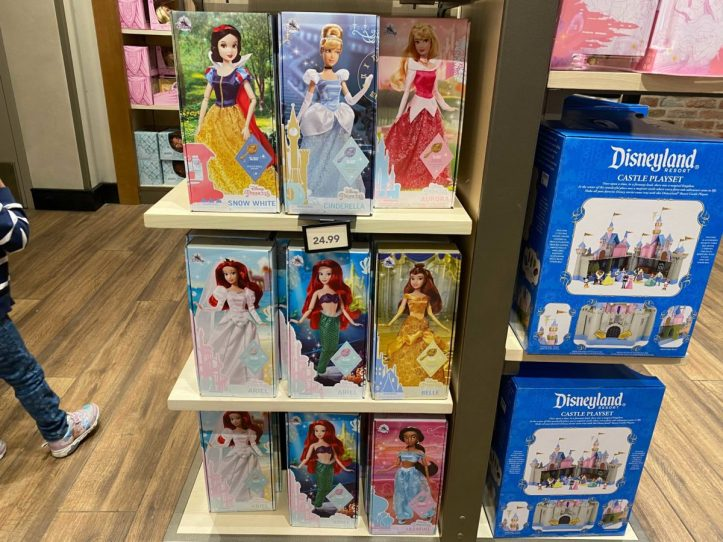 downtown-disney-district-plastic-free-packaging-classic-dolls-6-5050620
