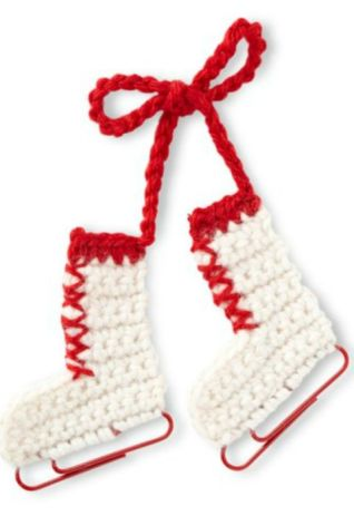 All you need to create this fun ornament are yarn and jumbo paper clips, which double as bright blades. [link href=