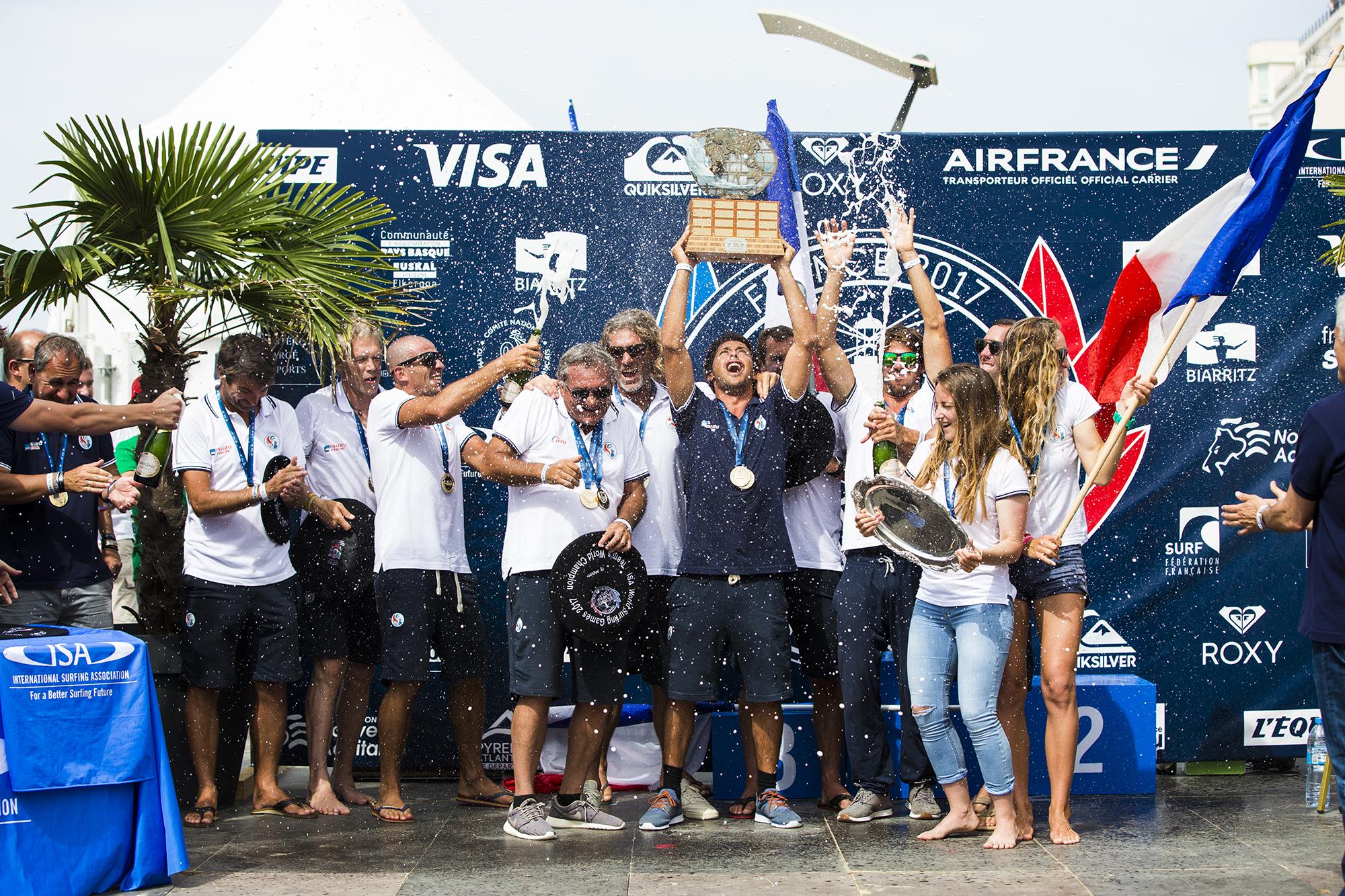 podium-france-ISA-world-surfing-games-2017-biarritz-guillaume-arrieta-we-creative