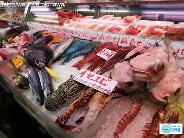公設市場の魚