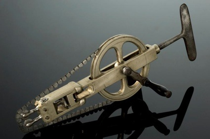 0Skull saw 1831-1870 © Science Museum, Science and Society Picture Library.jpg