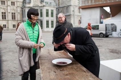 0feeding_mayor_Tom Callemin.jpg