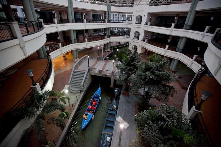 new-south-china-mall-china-1412364042267_750x500