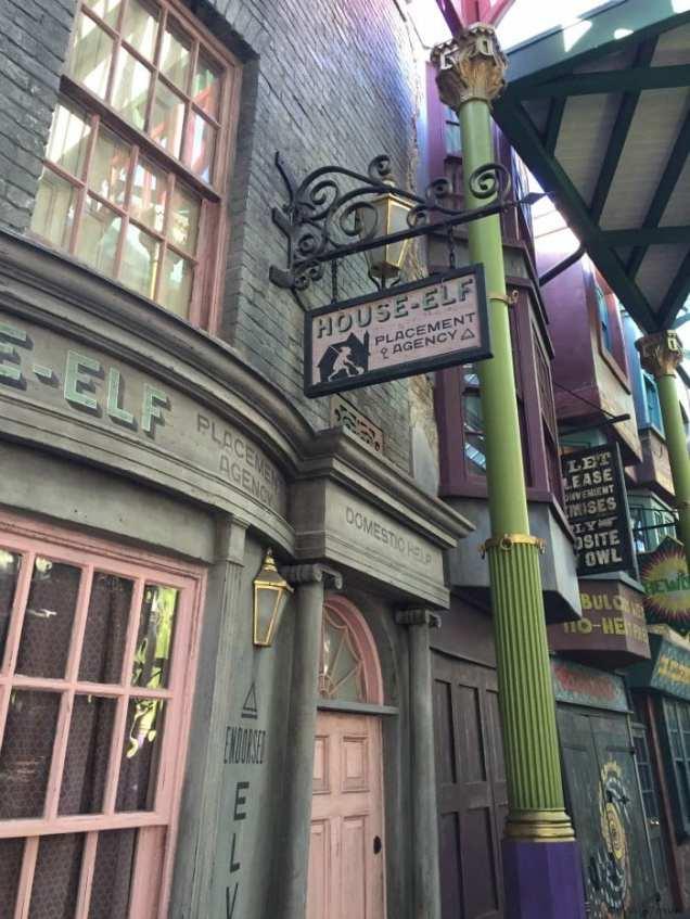 Diagon Alley house elf sign