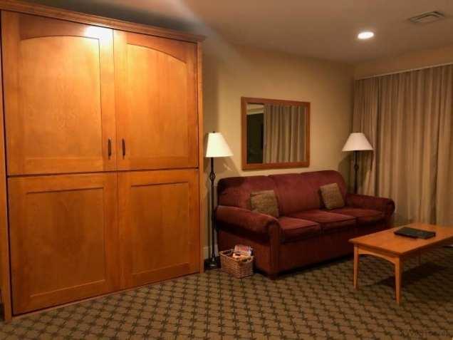 Jackson Gore inn one bedroom suite living room