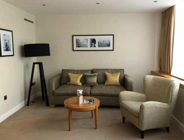 Royal Garden Hotel executive room lounge