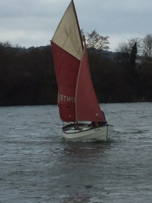 drascombe lugger approaching shore