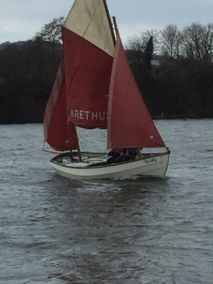 drascombe lugger approaching shore 2
