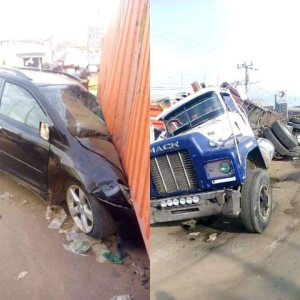 40 feet Container Truck Crushes two Vehicles with Passengers in