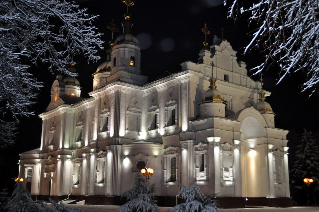 Свято-Успенский собор ночью