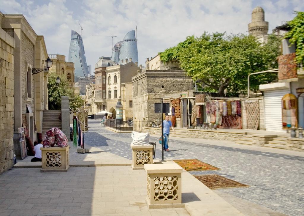 Старый Баку. Вид на башни огня