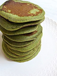 banana and spinach baby led weaning pancakes recipe - great finger food or first food at 6 months+