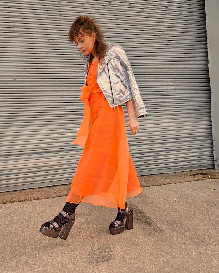 Danielle Spencer from @daniellejuliesp in bright orange