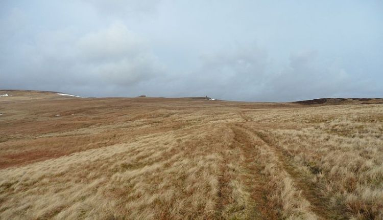 The sheepfold, the cairn and the target hill