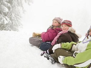kids-sled-riding