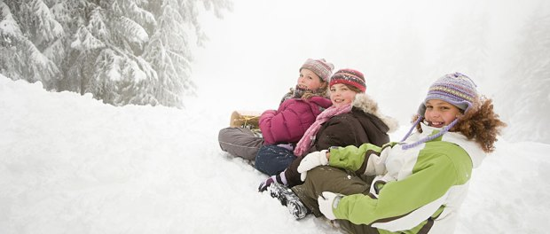 kids-sled-riding