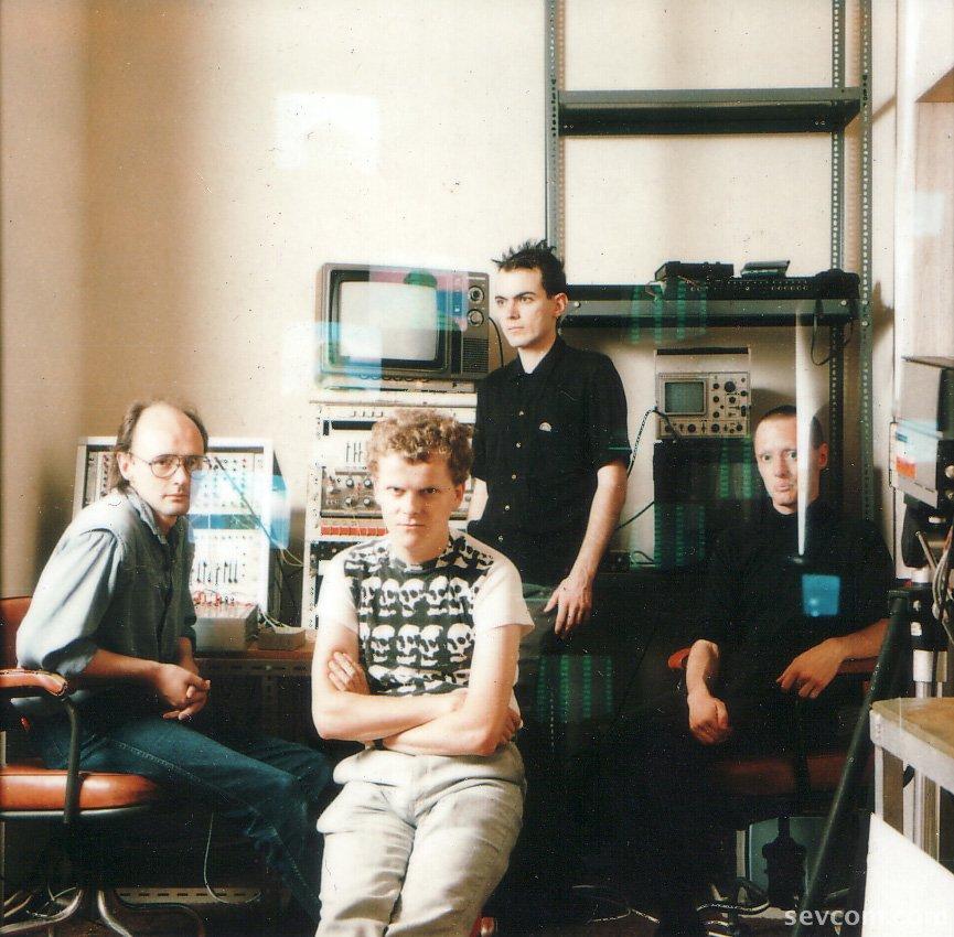sh-melody-maker-band-shot