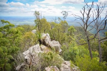 Lisa Owen, Flinders Peak, Queensland, ridgeline, rocks, bush