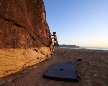 Dawn Bouldering // Palm Beach Rocks (NSW), Neil And Gabby Massey, climbing, climber, beach, crash mat, ocean, headland