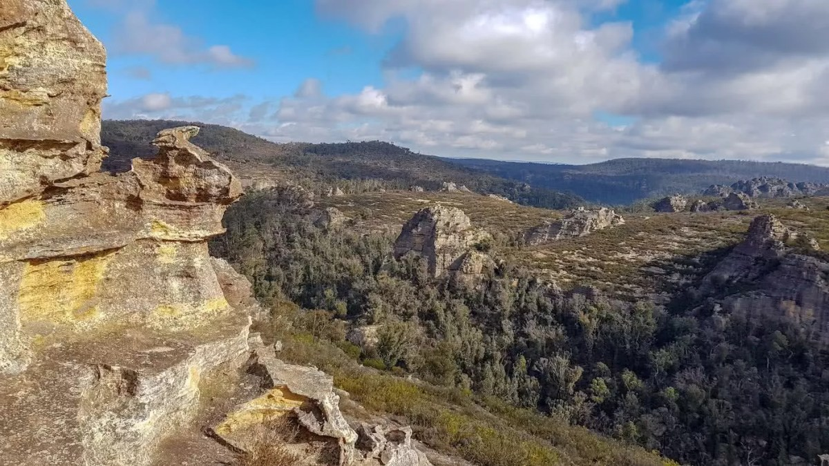 'Get Lost' Near Sydney // 4WD Adventure To The Lost City (NSW), Brooke Nolan, rock formations, cliffs, views