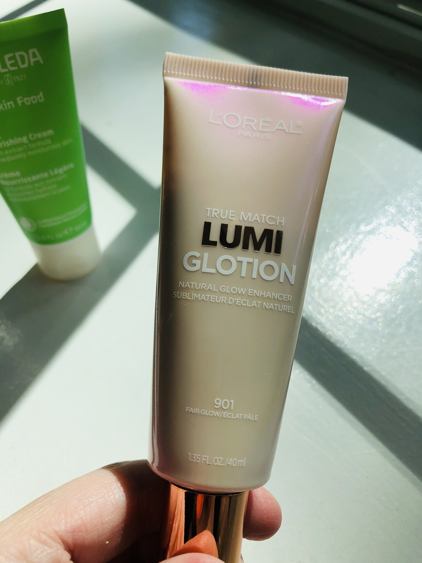 L'Oreal Lumi Glotion - tinted moisturizer with SPF