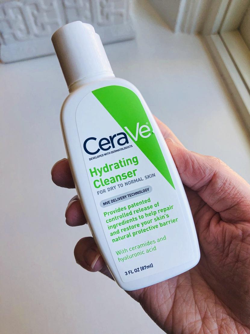 CeraVe Hydrating Cleanser (mini bottle)