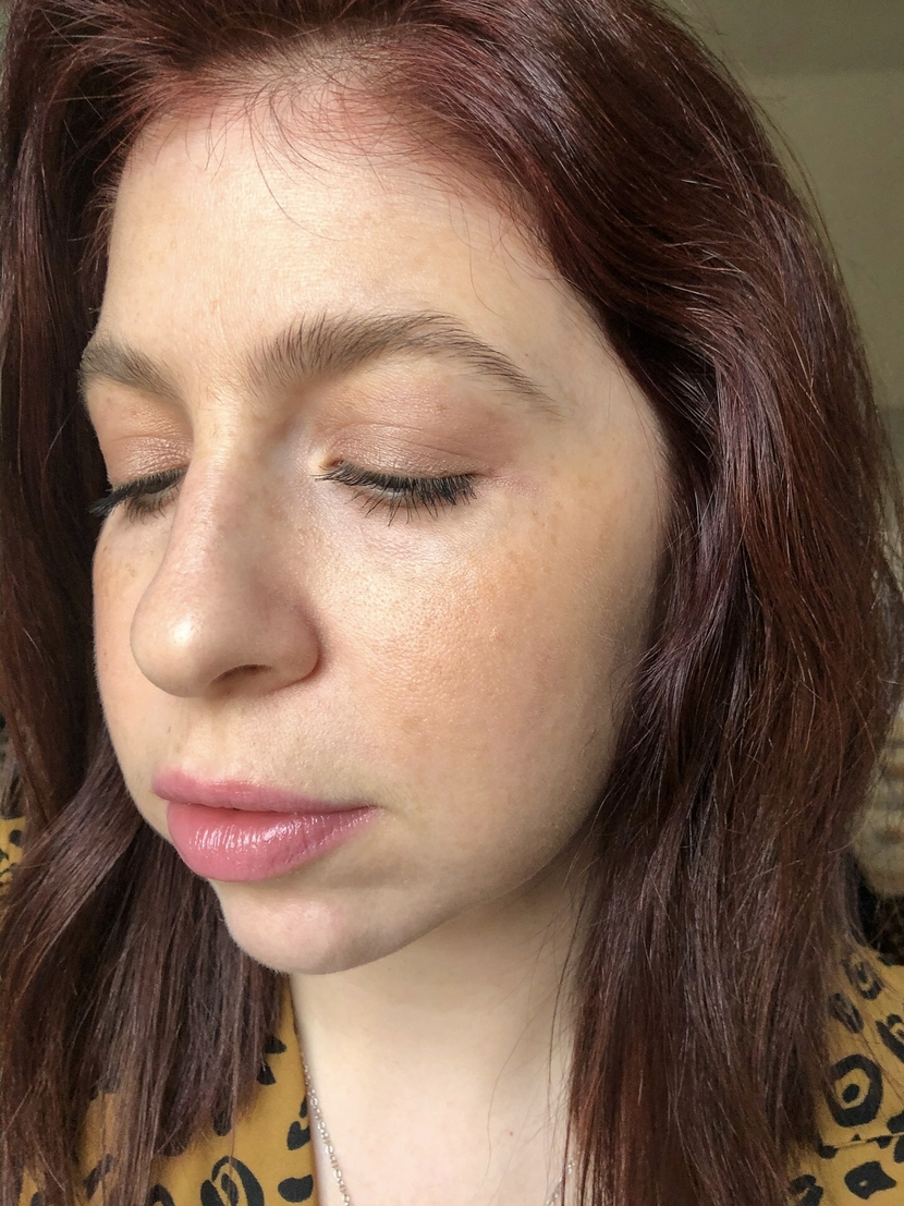 Makeup look with Laura Mercier Caviar Stick in Au Naturel on the eyelids