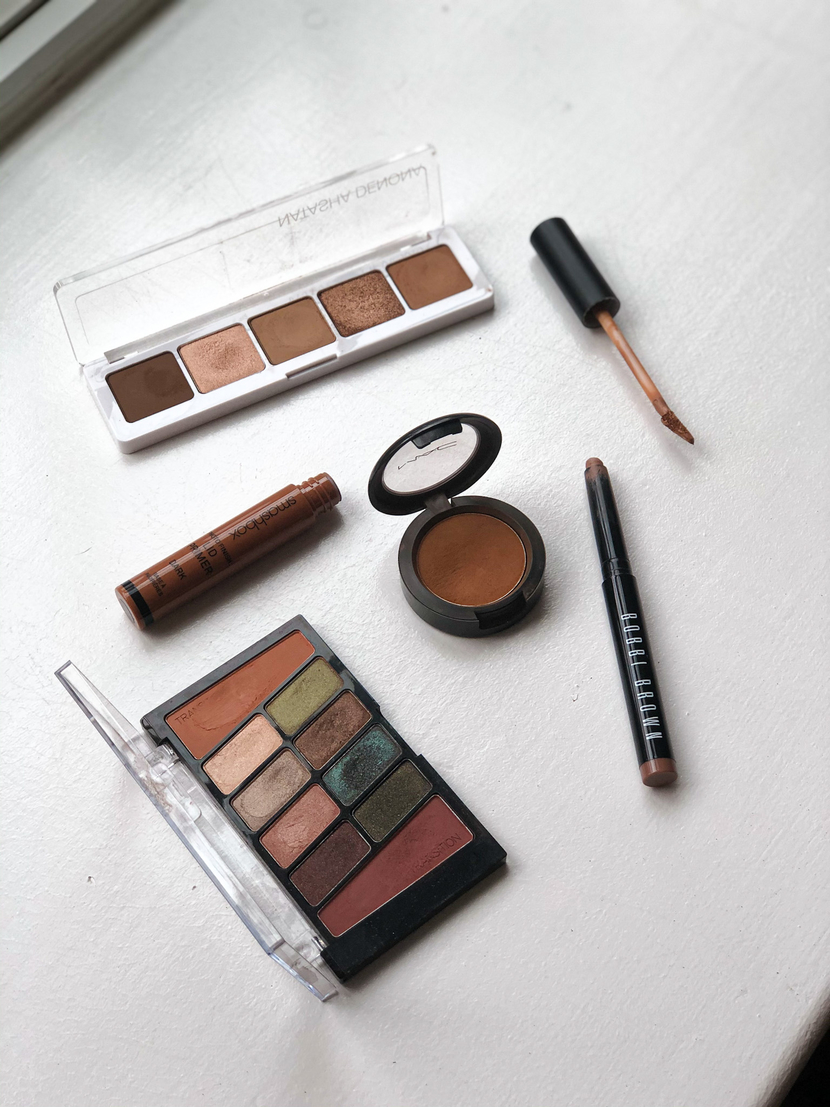 flatlay with sepia eyeshadows for a grungy eye look