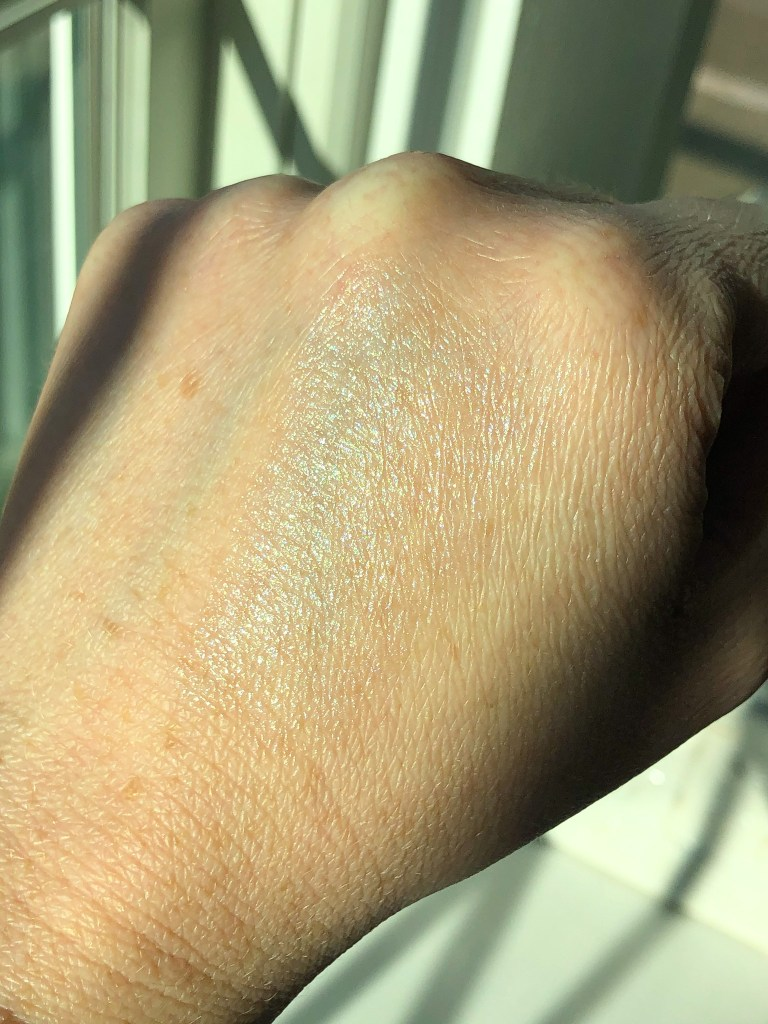 Swatch of Glossier Haloscope in Moonstone