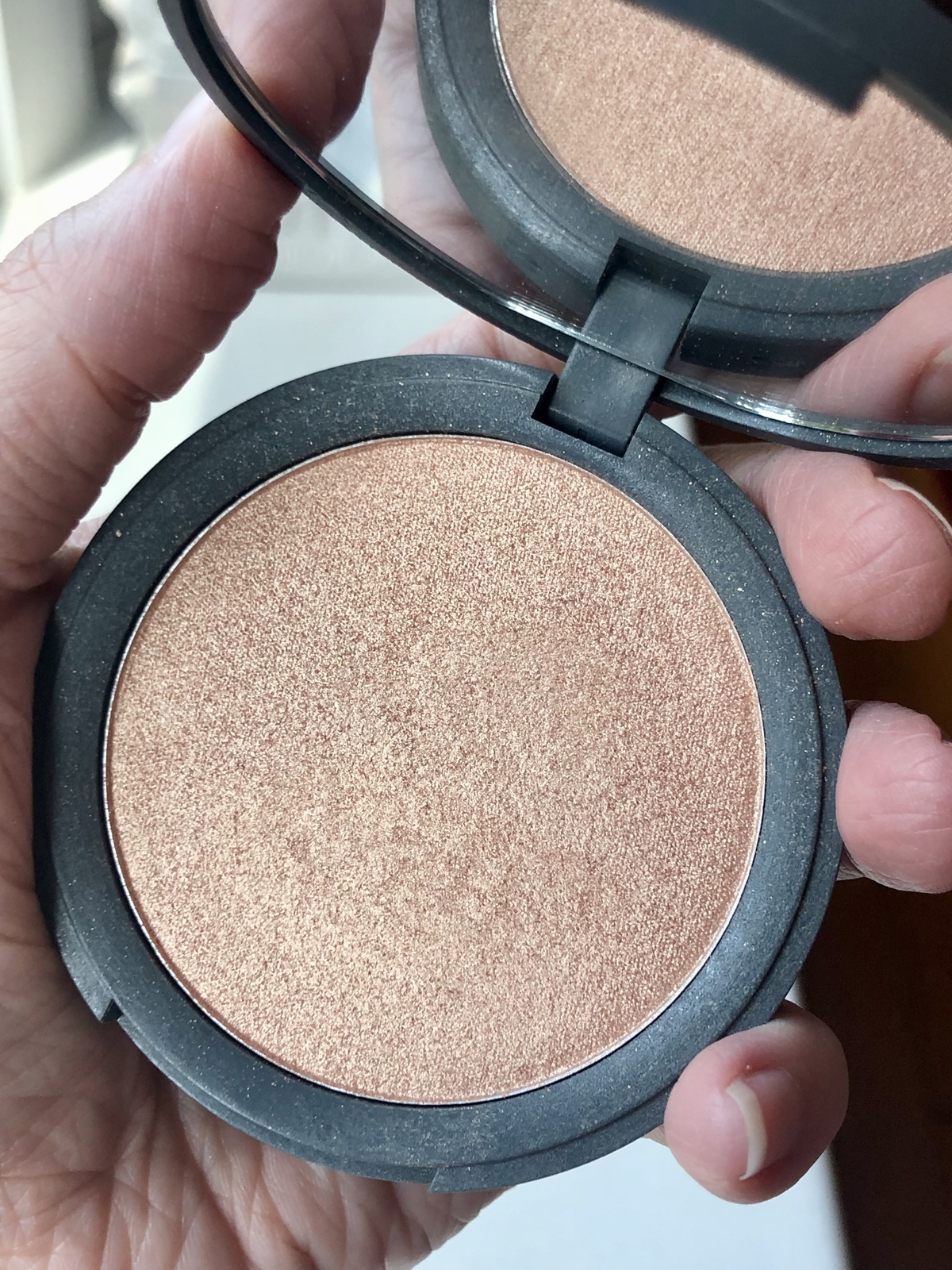 Dome Beauty Luminary Glow Powder Highlighter in Majestic