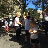 LGBT pride à Oakland met en avant la diversité des familles. En image sur We are les filles