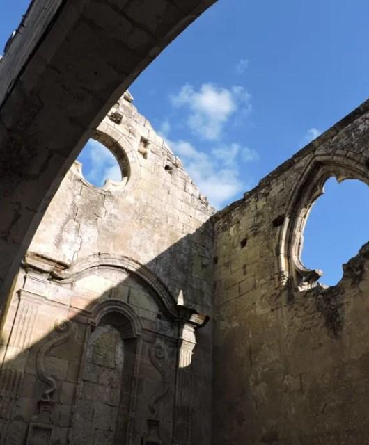 St Emilion a Les Cordeliers: cantine alla luce del sole