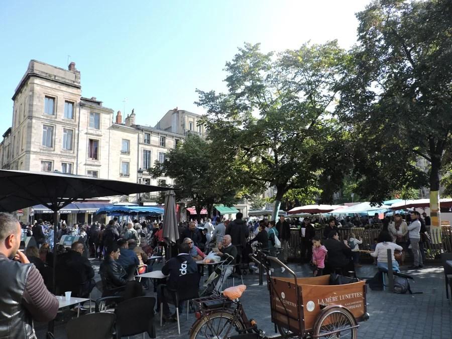 Place St. Michel durante il Mercato delle Pulci