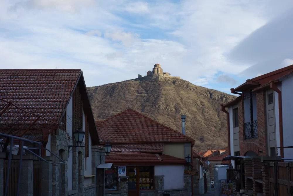 Il monastero di Jvari visto dal centro di Mtskheta
