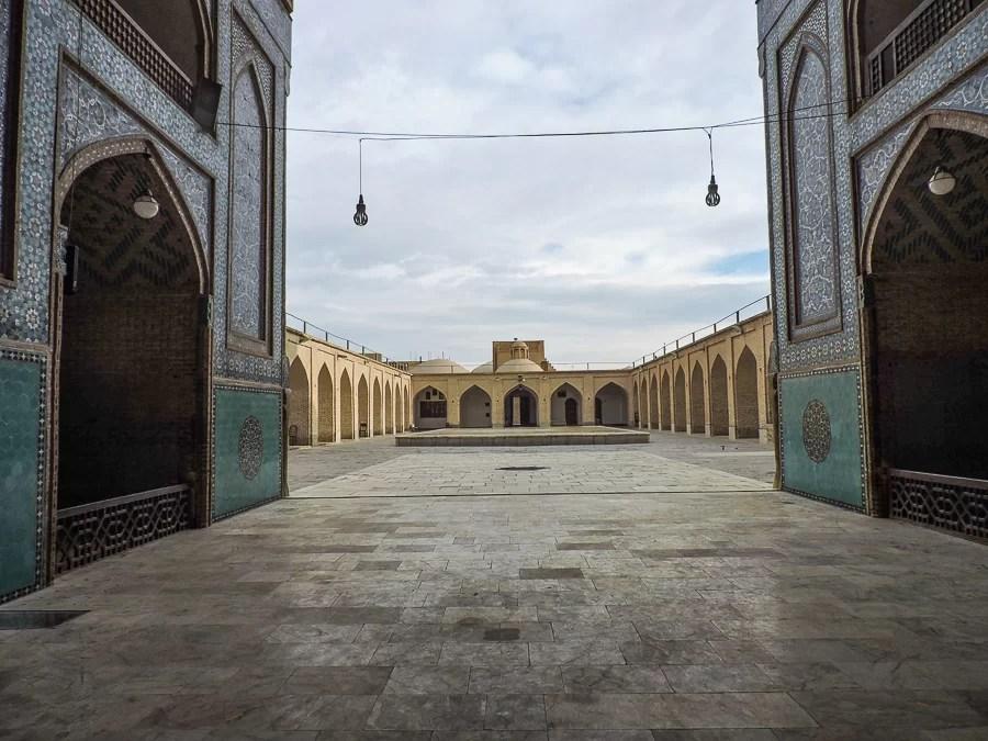 L'interno della Masjid-e Jame di Yazd