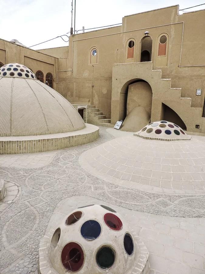 Cortile di uno dei palazzi nella città vecchia di Yazd, Iran