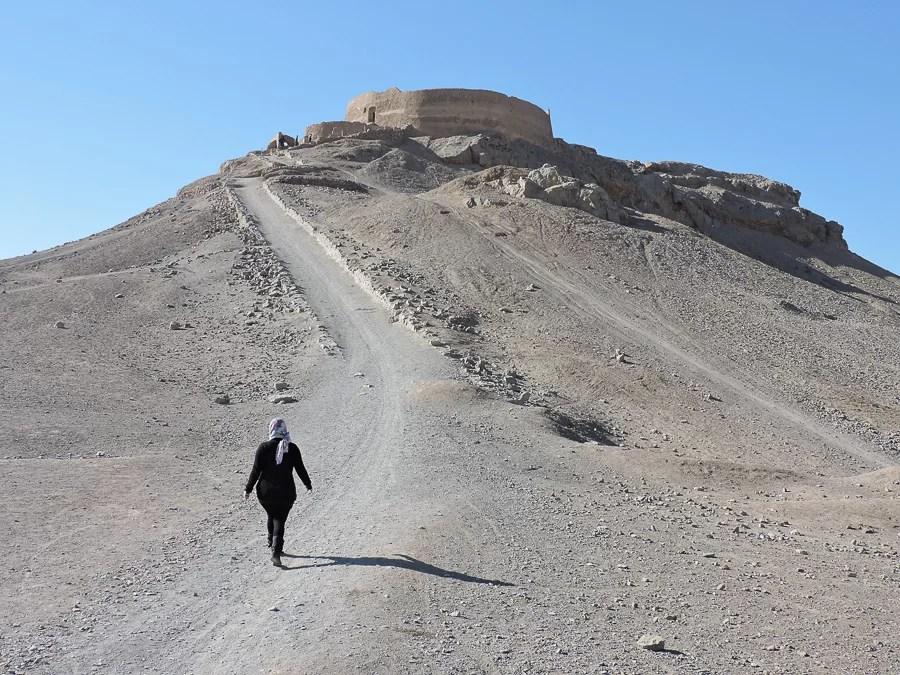 La salita alle torri del silenzio Dakhmeh-ye Zartoshtiyun