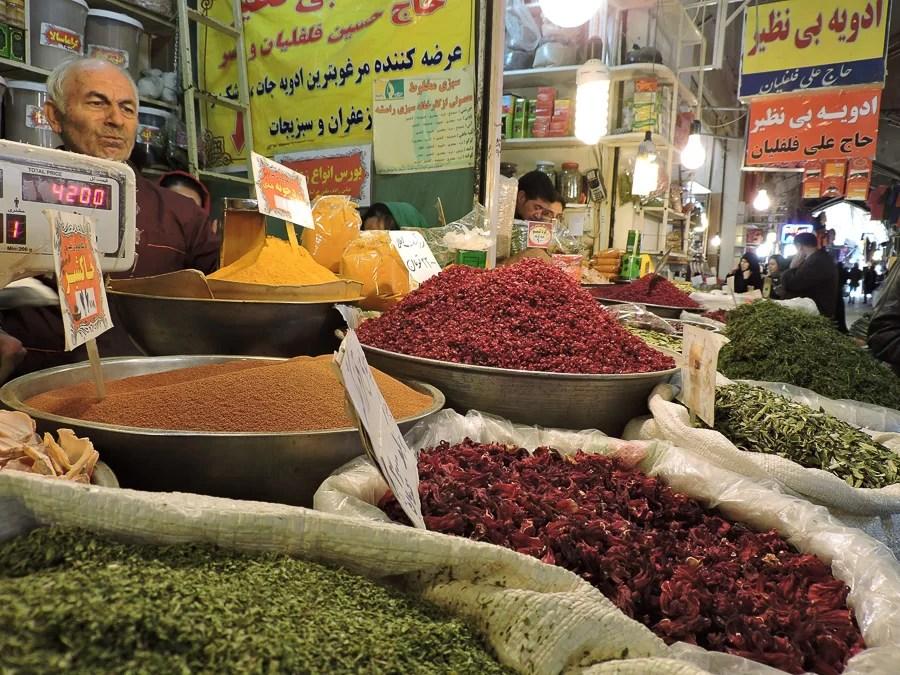 Spezie in esposizione al Bazar di Isfahan