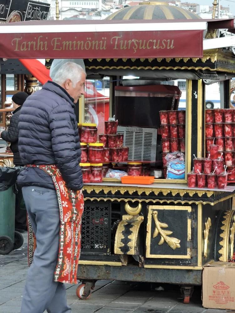 Un Tursucosu, ovvero un venditore di Tursu Suyu