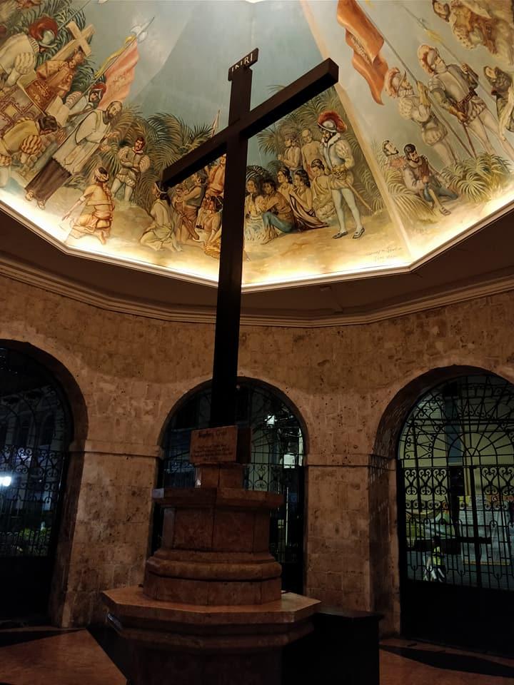 La croce di Magellano nella piazza principale di Cebu