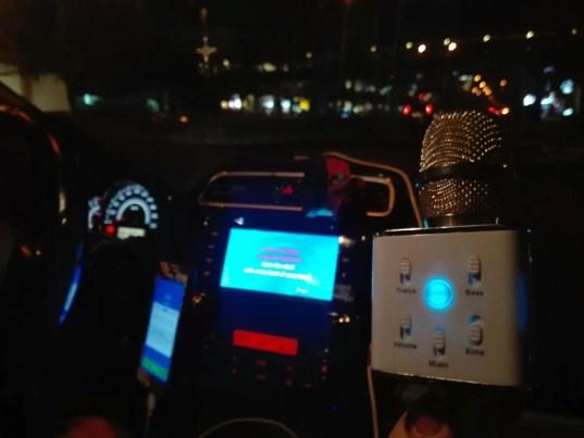 il karaoke in macchina è un must delle filippine