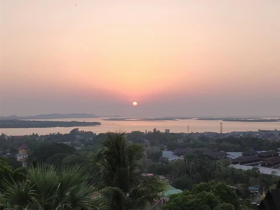 Pagoda Kyaik-thanlan, vista al tramonto