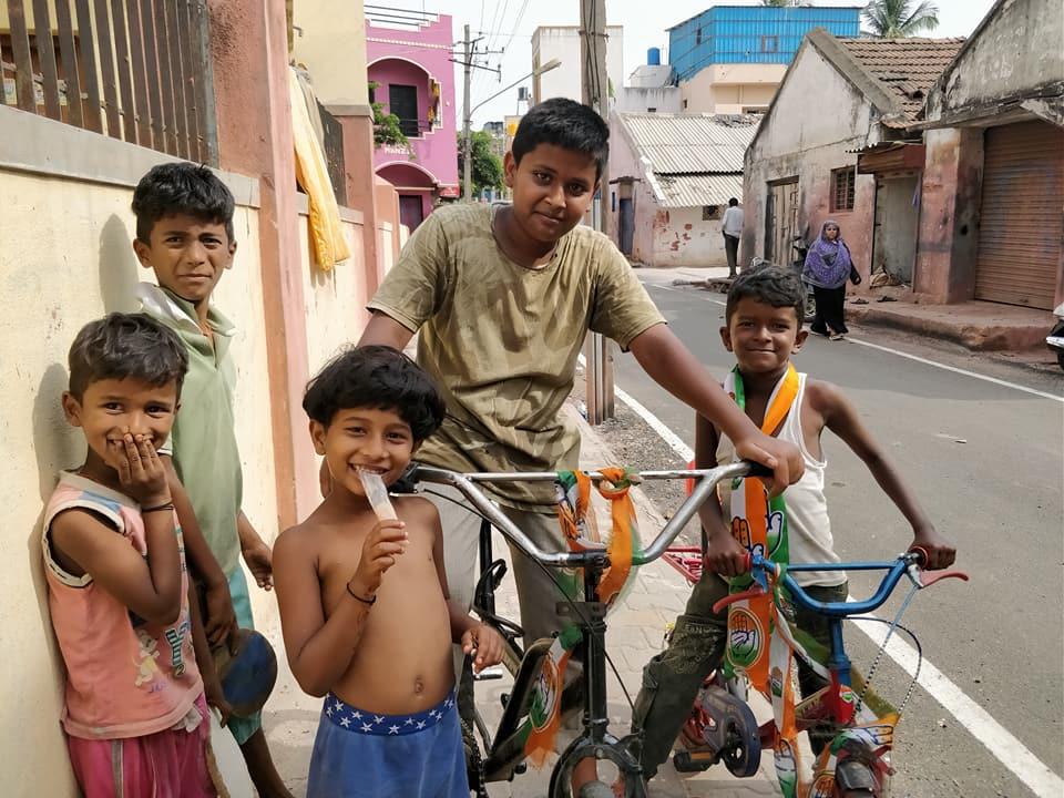abitanti di un quartiere di mysore