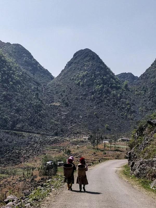 Le minoranze etniche di Ha Giang lavorano una terra matrigna