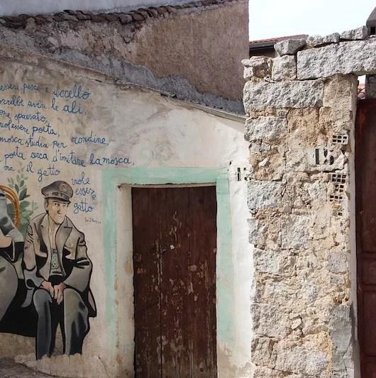 I murales di Orgosolo meritano di certo una visita!