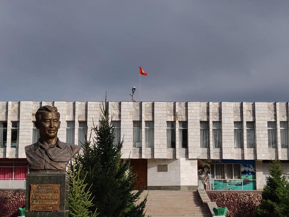Il teatro di Karakol in pieno stile sovietico