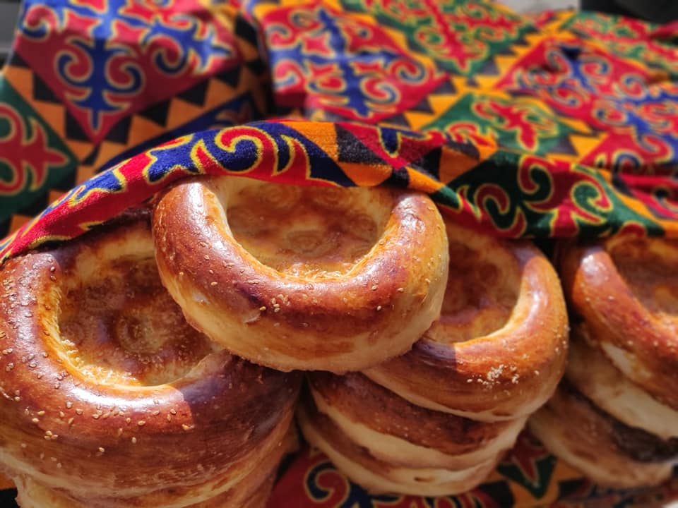 Pane fresco al mercato di Ozgen