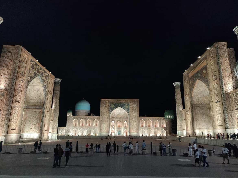 La notte scende sul Registan di Samarcanda