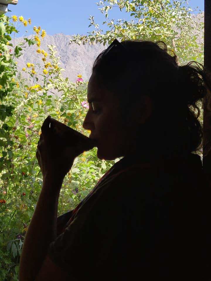 Ale beve dell'ottimo chai a casa di Fahrod nel Wakhan