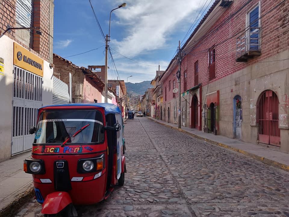 una strada del centro di ayacucho in Perù